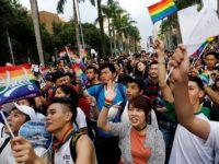 Taipei célèbre sa 15ème Pride, en attendant la légalisation du mariage pour tous, décidée par la Cour constitutionnelle (VIDEOS)