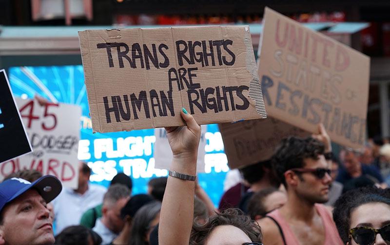 Nouvelle décision judiciaire contre l'interdiction « capricieuse » de Trump d'enrôler des trans dans l'armée