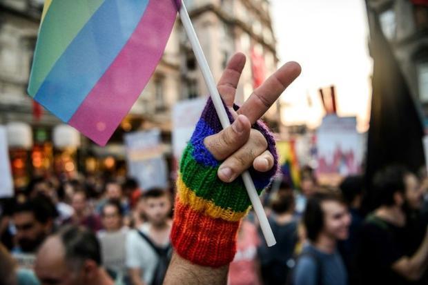 Turquie : des associations déposent plainte après l'interdiction de rassemblement culturel LGBTI
