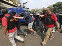 Indonésie : Dix hommes condamnés à deux et trois ans de prison pour avoir prétendument participé à une « fête gay »