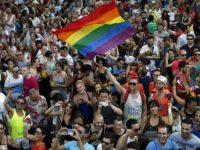 Mondial 2018 en Russie : les drapeaux arc-en-ciel autorisés en dépit de la loi réprimant la « propagande homosexuelle »
