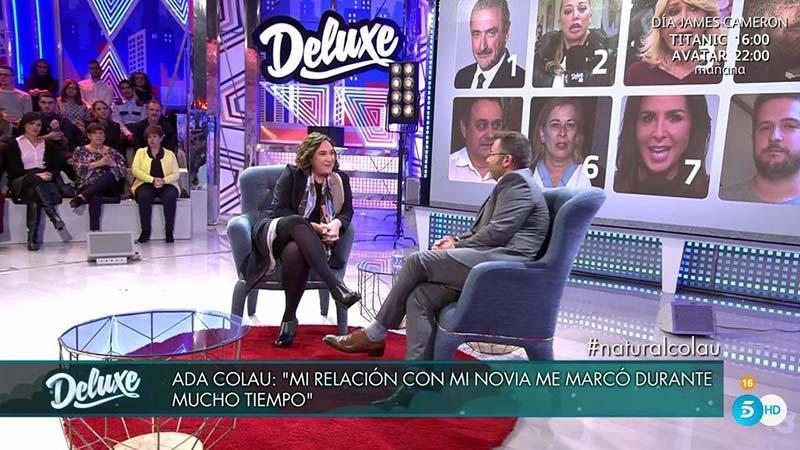 Pionnière des droits LGBT, la maire de Barcelone Ada Colau (Podemos) évoque sa bisexualité à la télévision espagnole (VIDEOS)