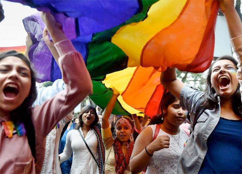 La Cour suprême indienne annonce un réexamen de la validité de la loi qui criminalise l'homosexualité