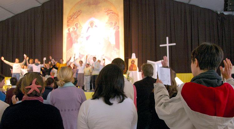 Aider les homosexuels à « vivre une vie chaste selon l'enseignement de l'Eglise catholique »