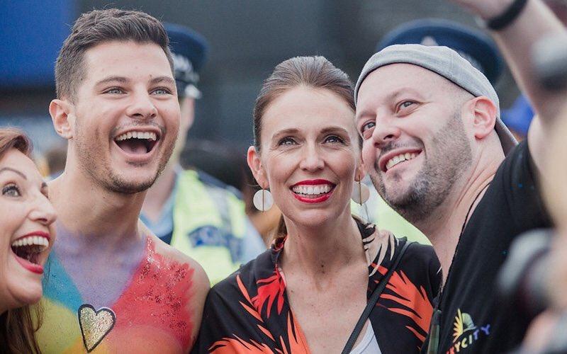 Nouvelle-Zélande : Première Pride LGBTQI pour un chef du gouvernement, acclamé par plus de 25 000 personnes (VIDEOS)