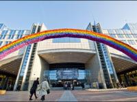 Le Parlement européen condamne les « thérapies » de conversion, enjoignant les Etats membres à légiférer