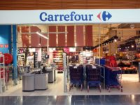 Couple gay injurié dans un Carrefour : l'auteure renvoyée devant le Tribunal correctionnel de Nanterre