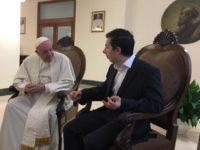 Quand le pape François reçoit Marin, étudiant français grièvement blessé en défendant un couple gay
