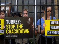 Turquie : le mouvement LGBTI réprimé, les défenseurs des droits humains poussés vers la clandestinité