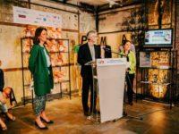 Un show-room anti-PMA et GPA à Paris pour alerter sur les « tendances » en matière de « conception industrielle des enfants »