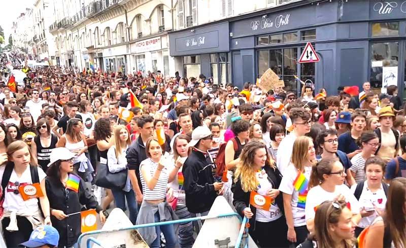 Près d'un millier de manifestants pour la 19ème Pride d'Angers : « Montrons-nous et revendiquons nos droits ! » (VIDEO)