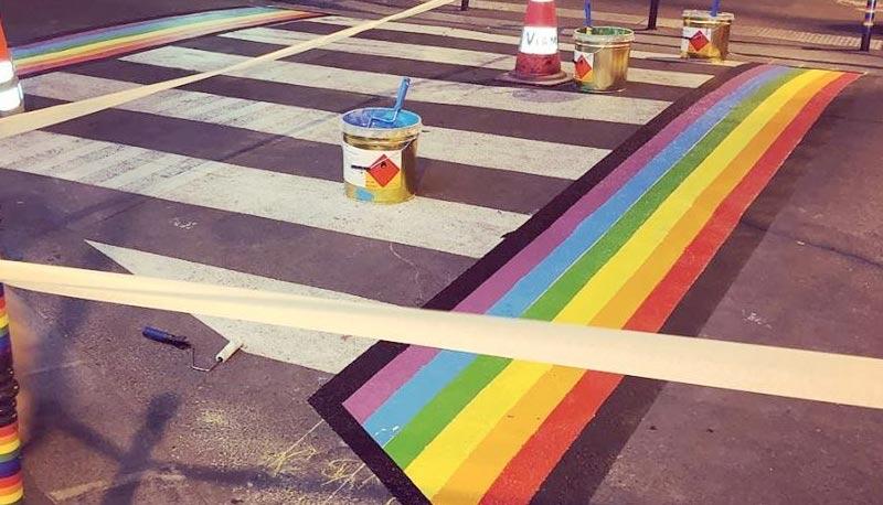 « Les passages piétons arc-en-ciel créés pour la Marche des fiertés seront permanents », annonce la maire de Paris