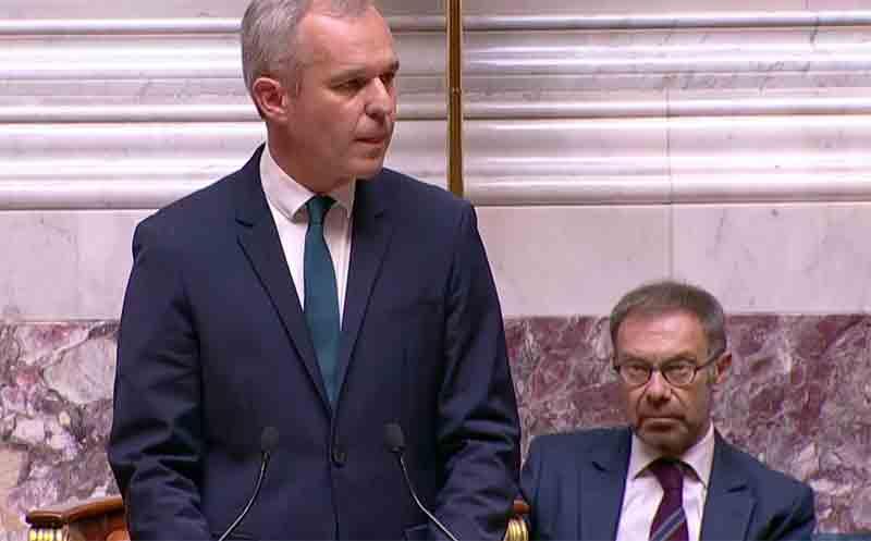 « Marche des fiertés » : L'Assemblée nationale « pavoisée » pour la première fois aux couleurs « arc-en-ciel »
