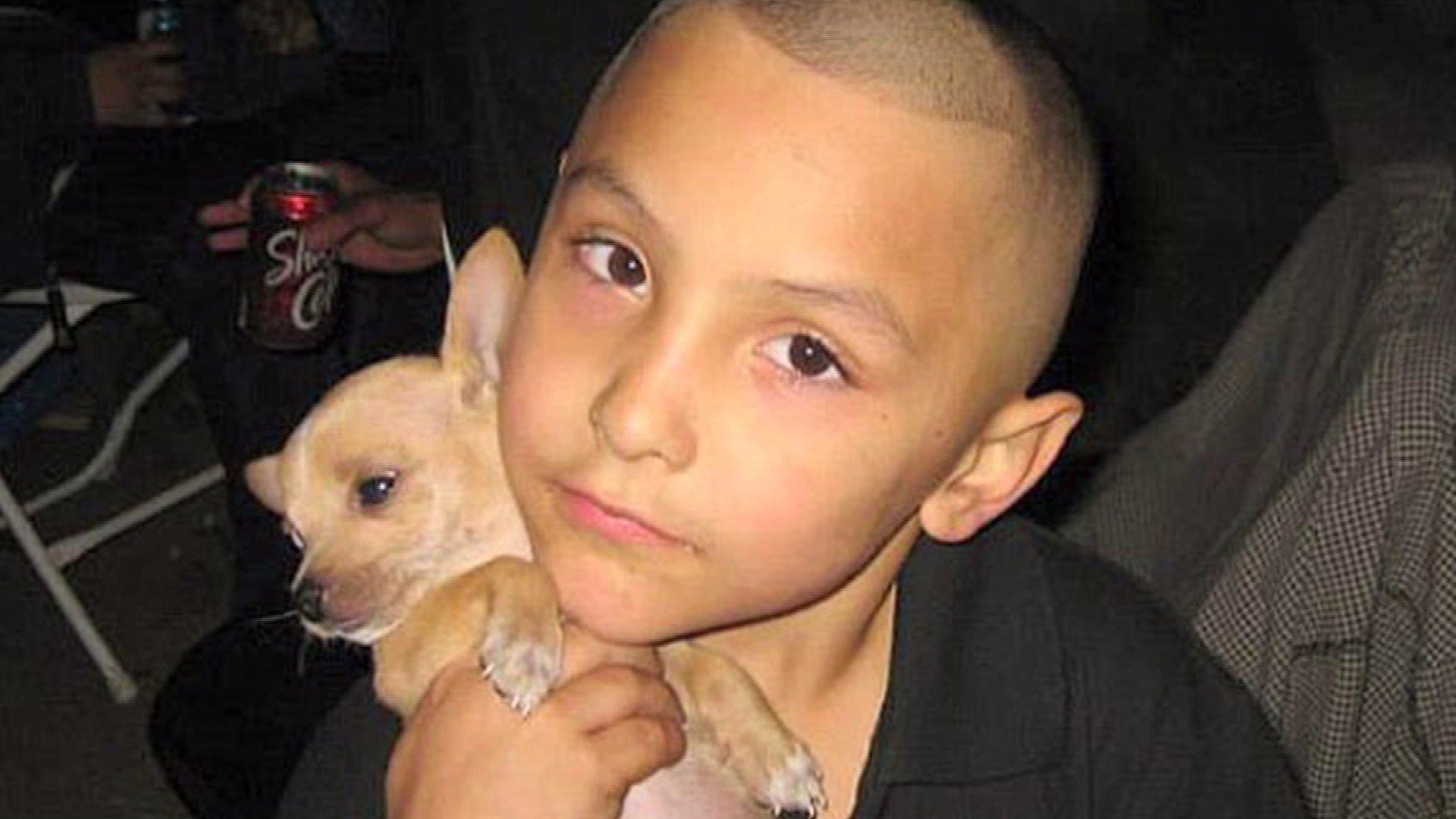 Peine capitale et prison à vie pour avoir torturé à mort leur enfant de 8 ans, qu'ils pensaient homosexuel (VIDEO)