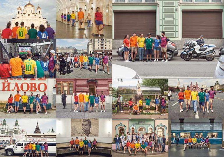CDM2018 : Ils pavoisent dans les rues de Moscou, reproduisant le drapeau arc-en-ciel avec leurs maillots de football (VIDEO)