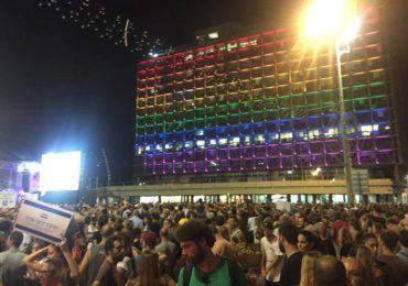 Des dizaines de milliers d'Israéliens dans les rues, contre une loi interdisant la GPA aux couples du même sexe (VIDEO)