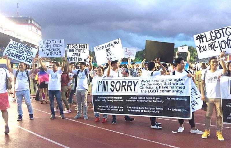 Pride de Manille 2018 : 15 000 marcheurs, dont un groupe d'évangélistes Philippins pour demander pardon aux LGBT (VIDEO)
