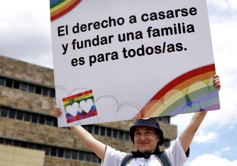 La Cour suprême du Costa Rica ordonne la levée de l'interdiction du mariage entre partenaires de même sexe