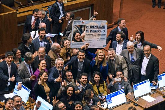 Chili : le parlement autorise le changement de nom et de genre dès 14 ans, avec autorisation parentale