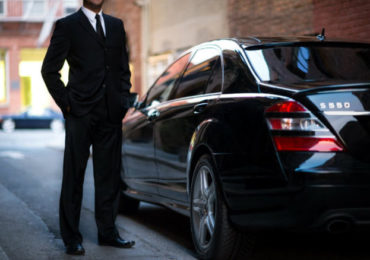 Un couple d'hommes agressé par leur chauffeur VTC à Paris : Il refusait de transporter des gens « comme ça »