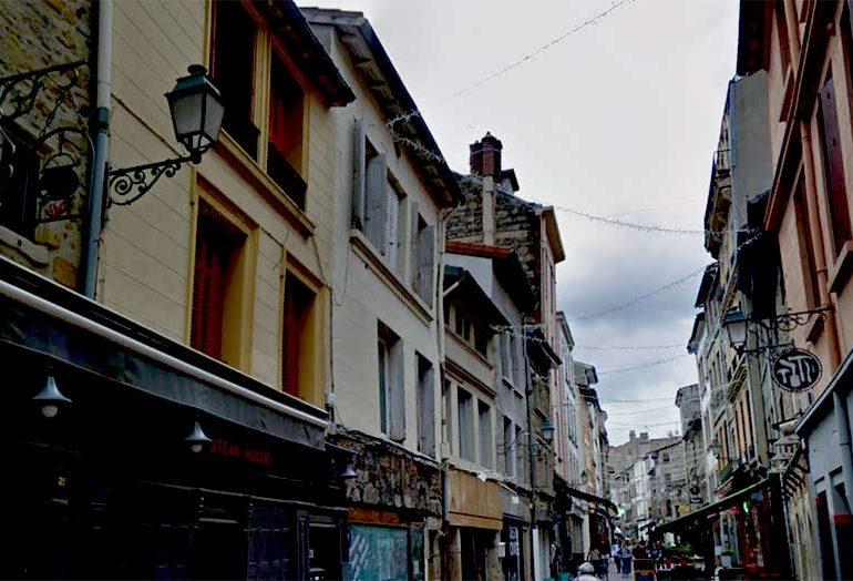 Saint-Étienne : Enquête ouverte après l'agression « à coups de bâtons » d'un couple d'hommes en plein centre-ville