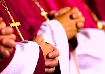 Le pape François s'inquiète d'une « mode » de l'homosexualité et appelle l'Eglise à la vigilance