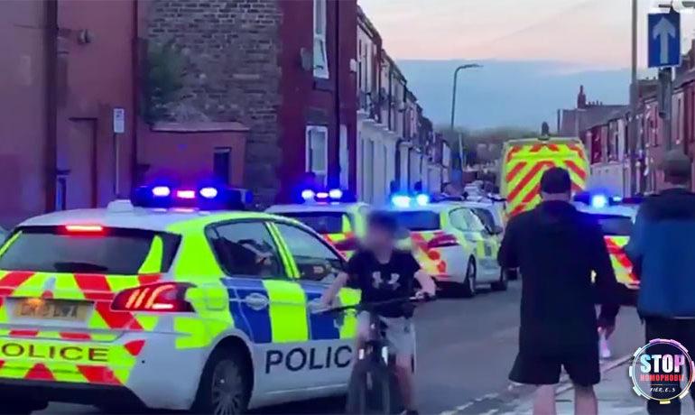 Liverpool : Un garçon de 12 ans appréhendé après l'agression d'un couple gay au couteau
