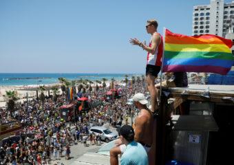 Tel Aviv : Plus de 250.000 participants à la Pride, parrainée par Neil Patrick Harris (VIDEO)