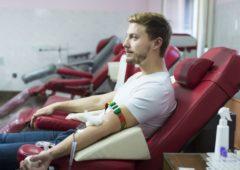 Don du sang : le délai d'abstinence imposé aux hommes gays et bisexuels passe de 12 à 4 mois