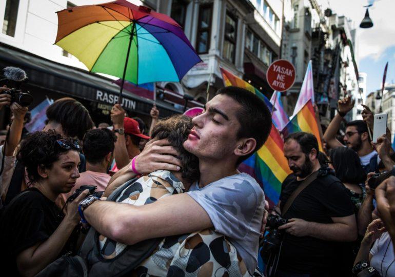 Istanbul : la Marche des fiertés violemment dispersée pour la 5e année consécutive (VIDEO)
