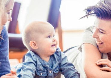 Les enfants élevés par des mères lesbiennes sont aussi équilibrés que les autres