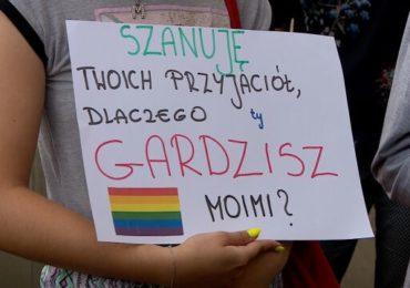 Pologne : Appel à la démission de l'archevêque de Cracovie après ses propos qualifiant les LGBT de « peste arc-en-ciel » (VIDEO)