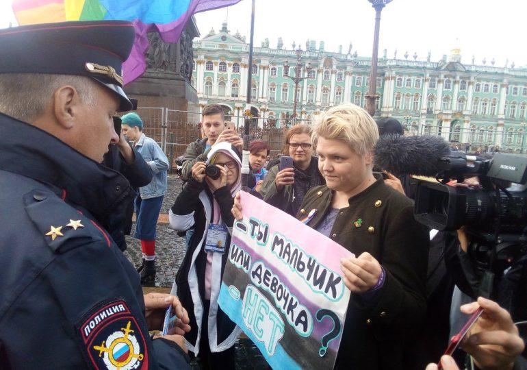 Russie : Des militants LGBT arrêtés lors d'une marche « non autorisée » des Fiertés à Saint-Pétersbourg
