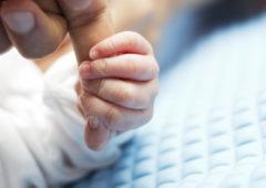 Plainte pénale contre l'Agence française de l'adoption pour « discrimination homophobe »