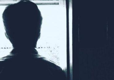 « Sale pédé, pédale, dégage de chez moi », un beau-père à son fils de 15 ans qu'il découvre gay