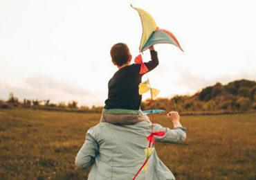 Adoption : Plainte pénale pour discrimination contre les célibataires