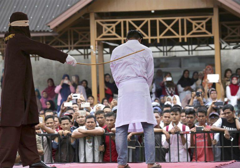 Indonésie : Peine de flagellation pour deux hommes accusés de relations sexuelles