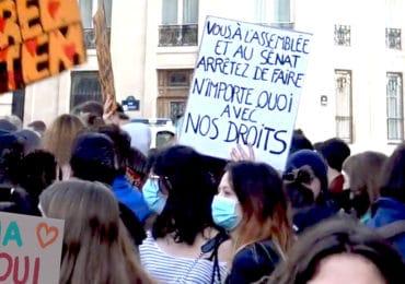 Plusieurs centaines de personnes rassemblées à Paris pour mettre en garde contre une PMA « au rabais »