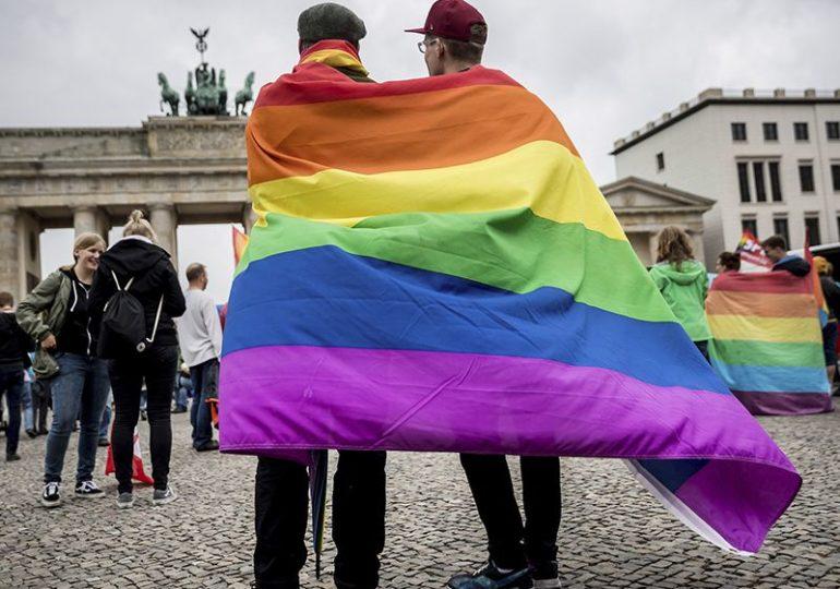 Allemagne : Défiant le Vatican, prêtres, diacres et volontaires organisent des cérémonies de mariage ouvertes « à tous ceux qui s'aiment »