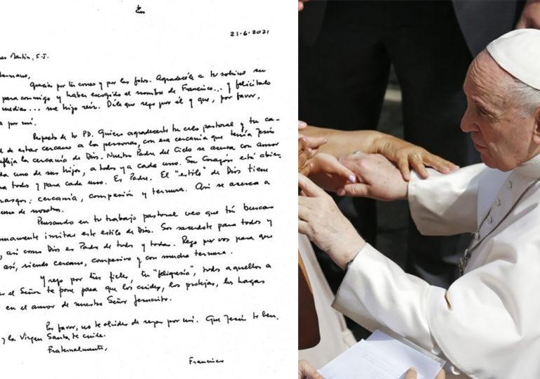 Les encouragements du Pape François à un prêtre catholique américain pro-LGBT