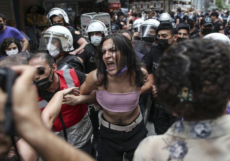 Marche des fiertés à Istanbul : une vingtaine de manifestants interpellés dont un photographe de l'AFP