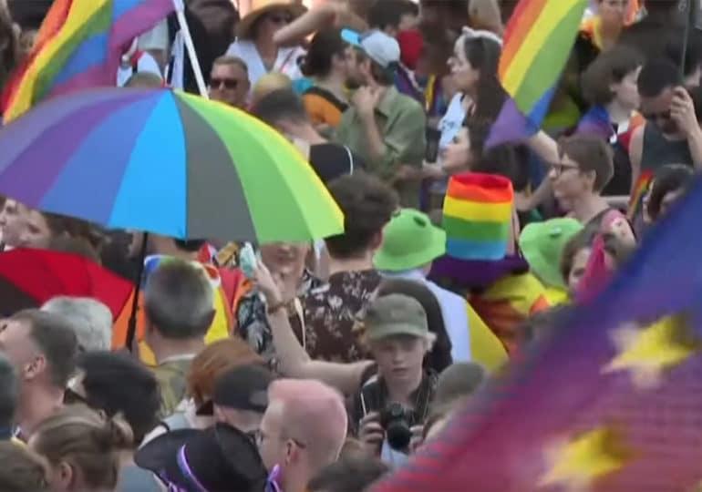 Pologne : près de 20.000 personnes à la marche des fiertés de Varsovie